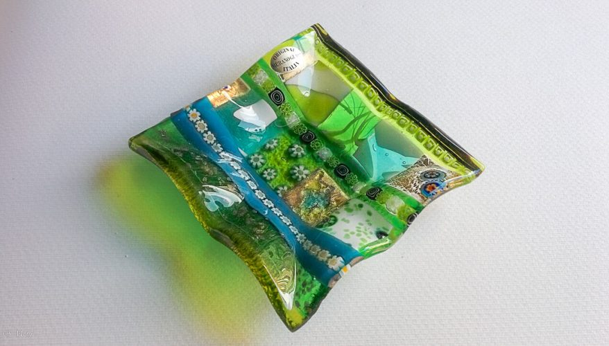 Square Murano glass plate with fringed edge with green gold and murrina