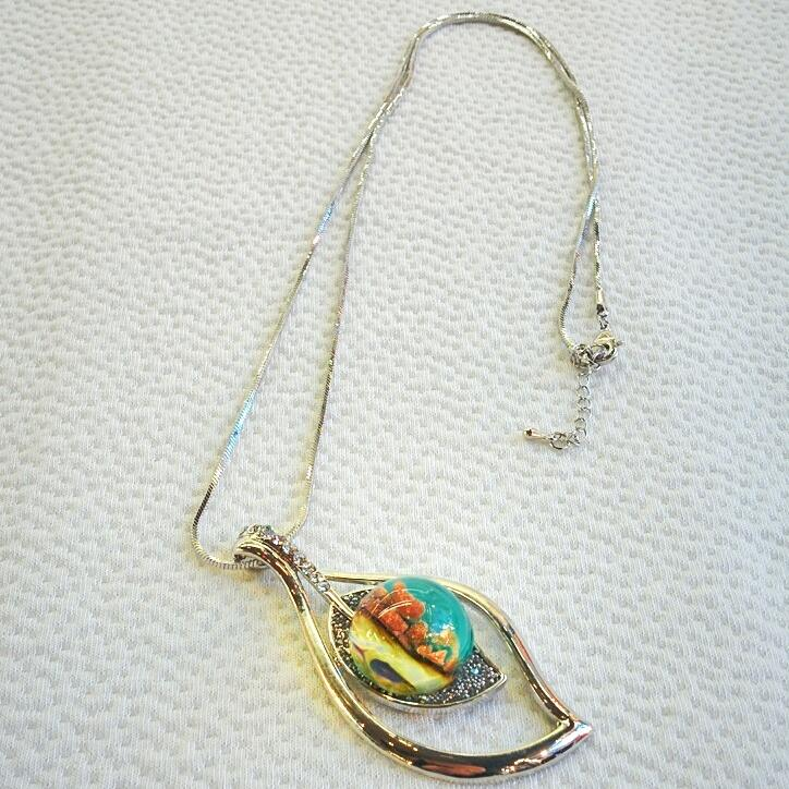 Leaf shape necklace with Murano glass bead and Crystals