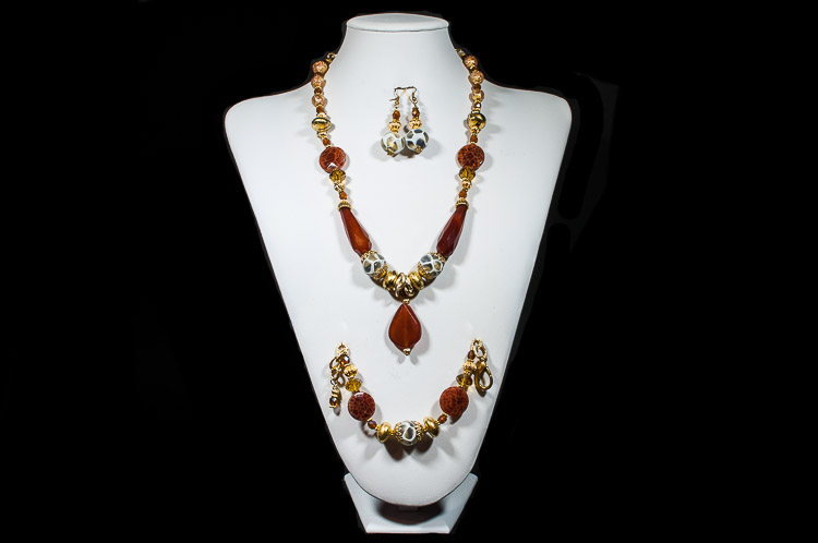 Murano glass set with red central pendant