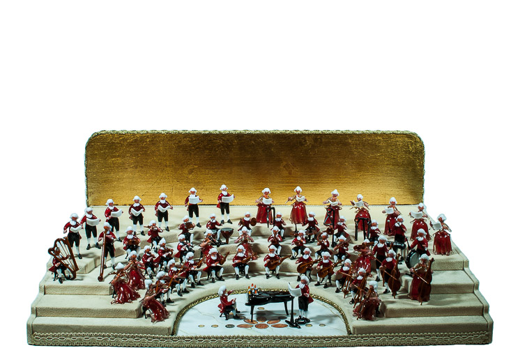 Orchestra in vetro di Murano su palco