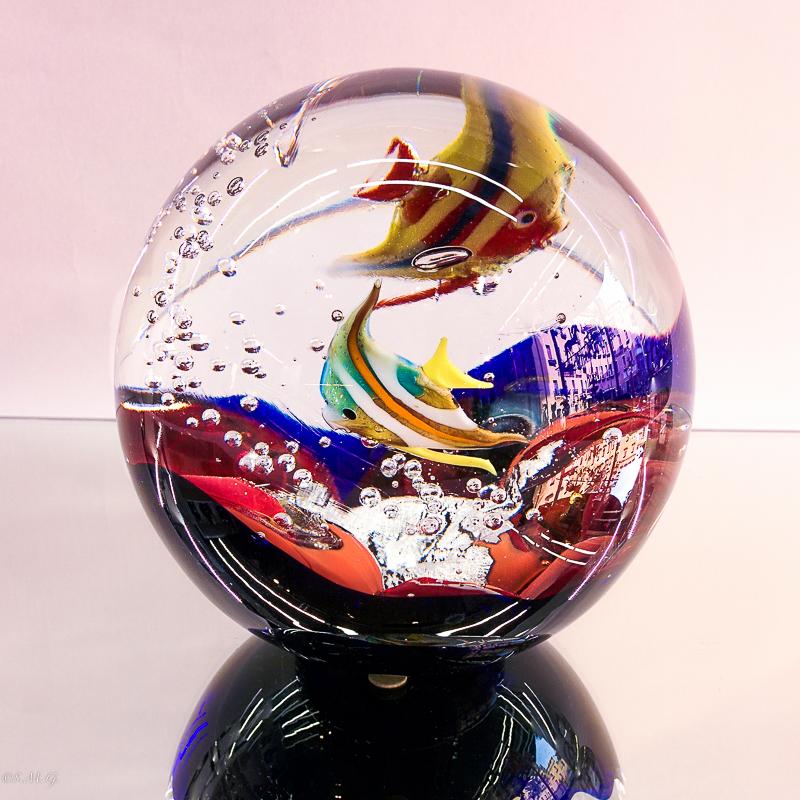 Acquario sferico in vetro di Murano con 2 pesci all'interno