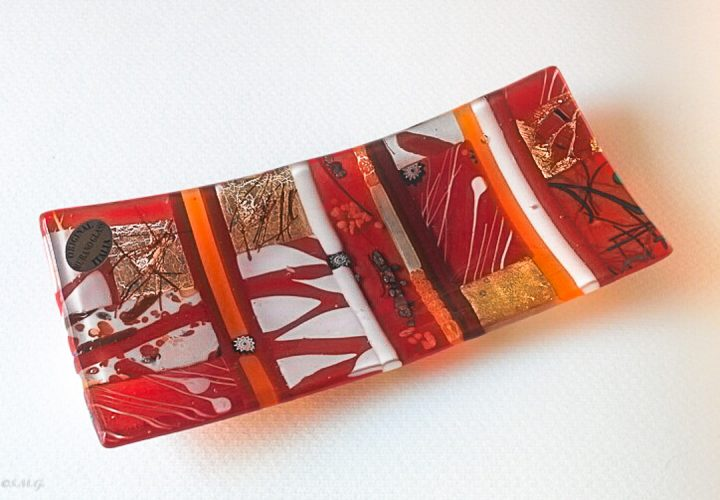 Red rectangular plate with Murano Glass gold and murrina