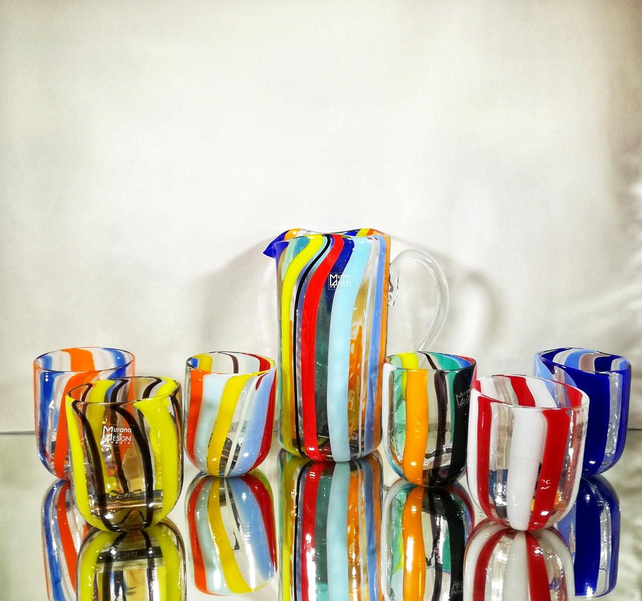 Set di bicchieri fatti a canne verticali di vetro di Murano con caraffa