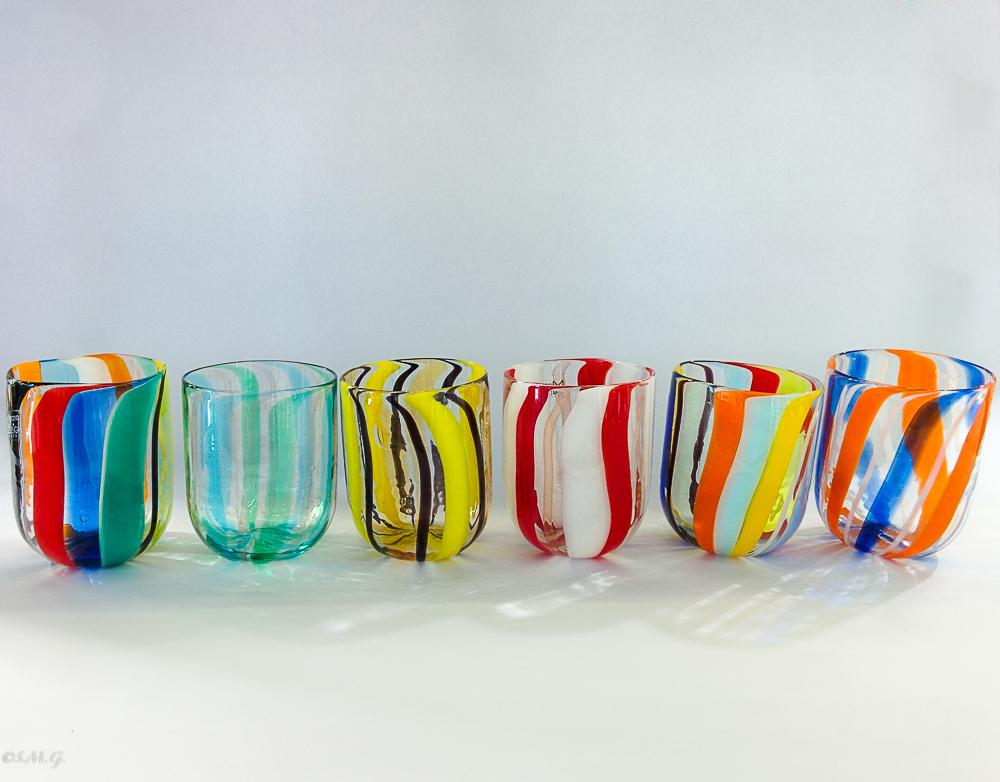 6 bicchieri in vetro di Murano con canne verticali colorate