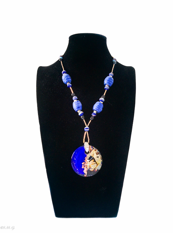 Necklace with round blue Murano Glass pendant and calcedonio 011