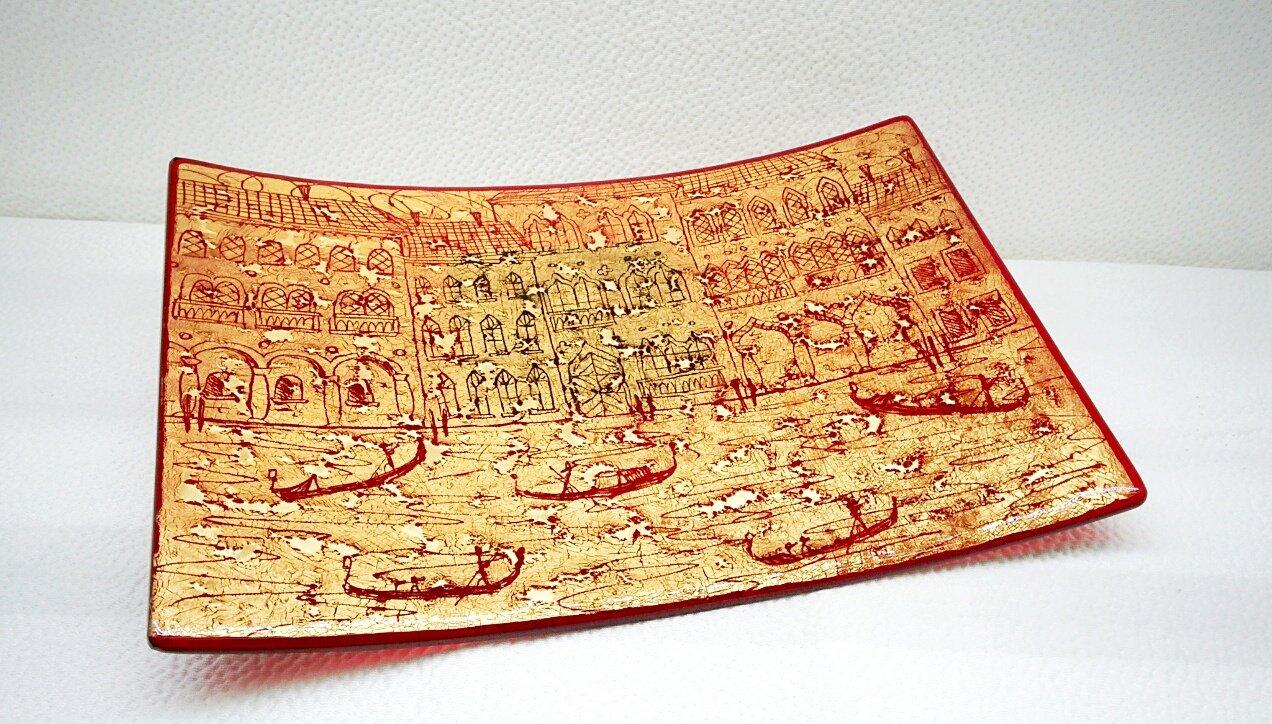 Piatto rosso in vetro di Murano con foglia oro e incisioni