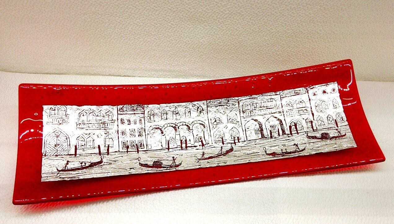 Piatto rosso in vetro di Murano con foglia argento e incisioni