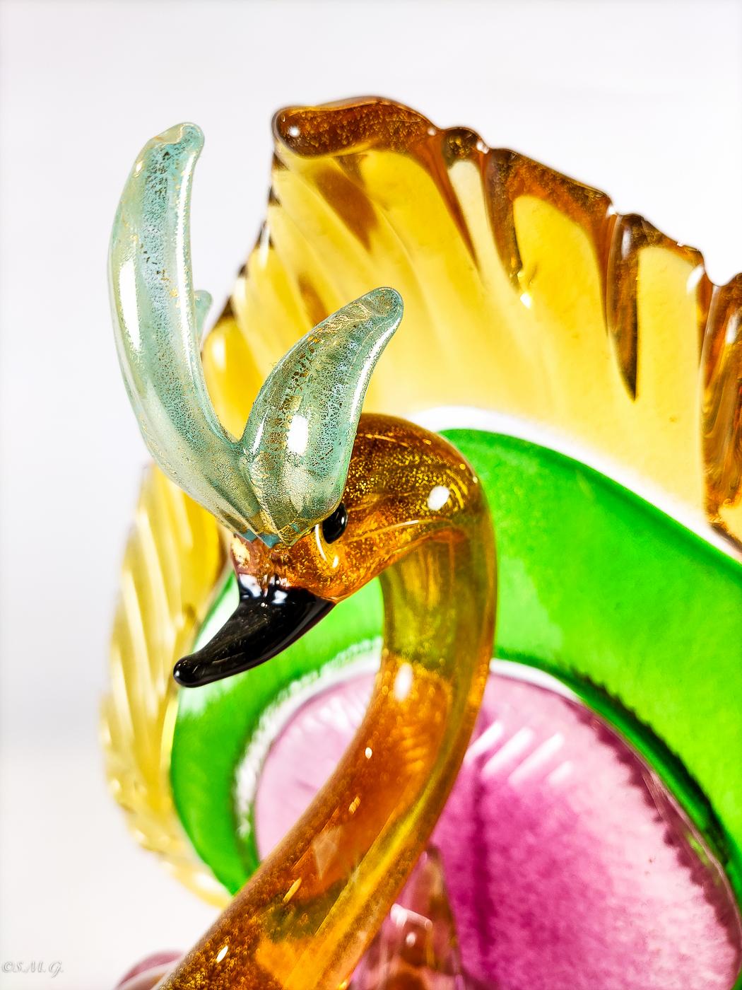 Pavone in vetro di Murano colorato