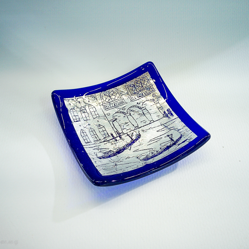 Blue square plate 12 x 12 cm  with silver leaf and engravings