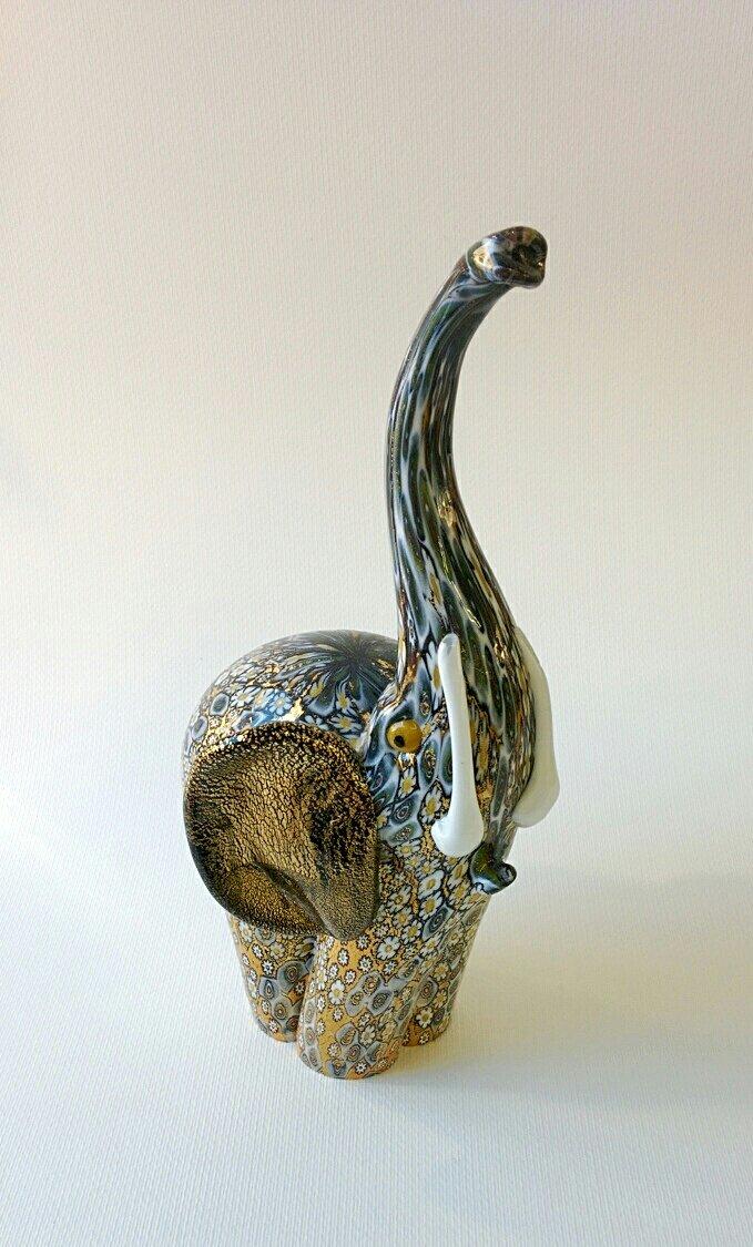 Elefante in vetro di Murano di colore nero con oro e murrina