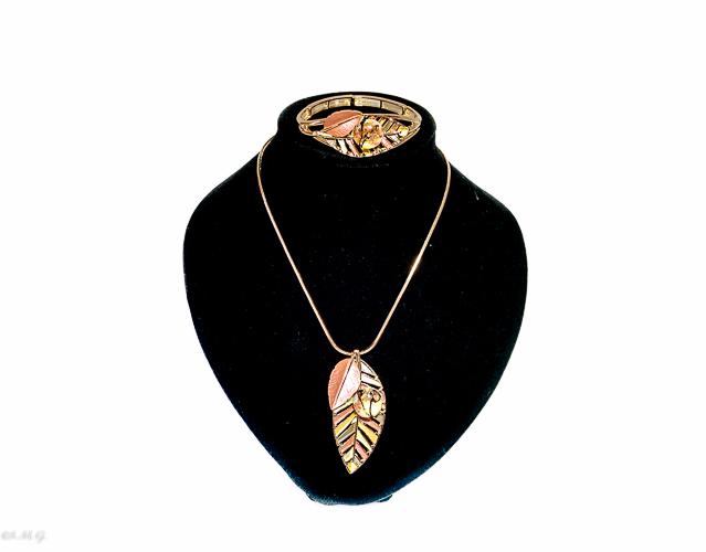 Collana e bracciale di acciaio con perle di vetro di Murano