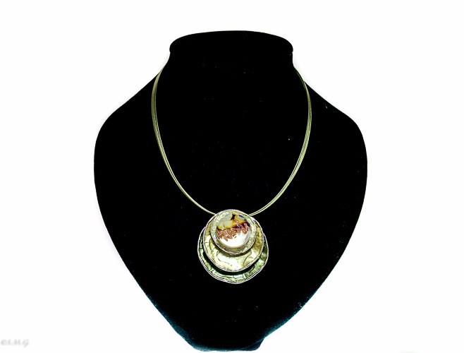 Pink pendant with Murano glass bead on round base Oyster 005