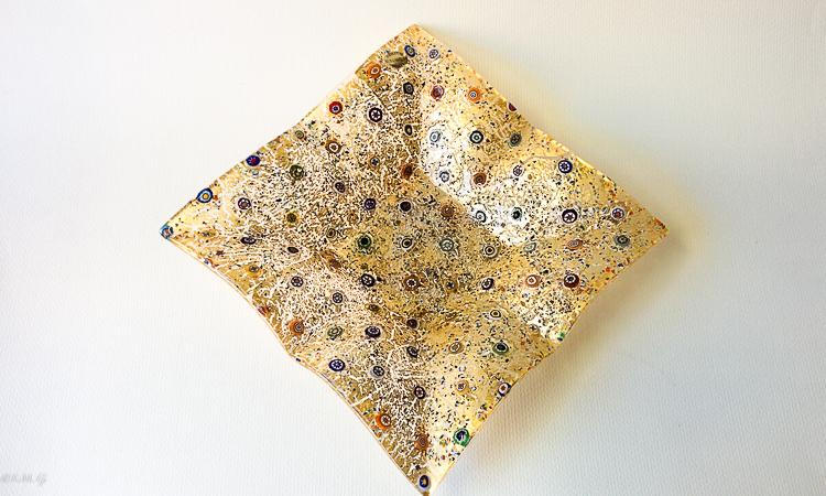 Piatto dorato in vetro di Murano e murrina