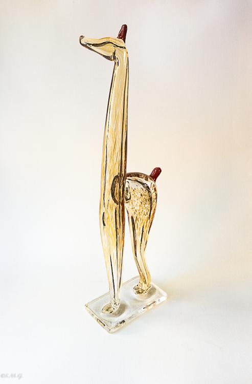 Giraffa in vetro di Murano con il collo rivolto verso l'alto
