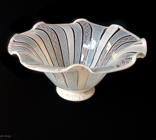White and pink Murano bowl with Zanfirico