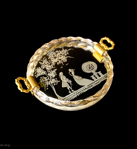 Round Murano Glass tray with engravings and gold