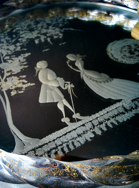 Details of Murano Glass tray with engravings and 24k gold