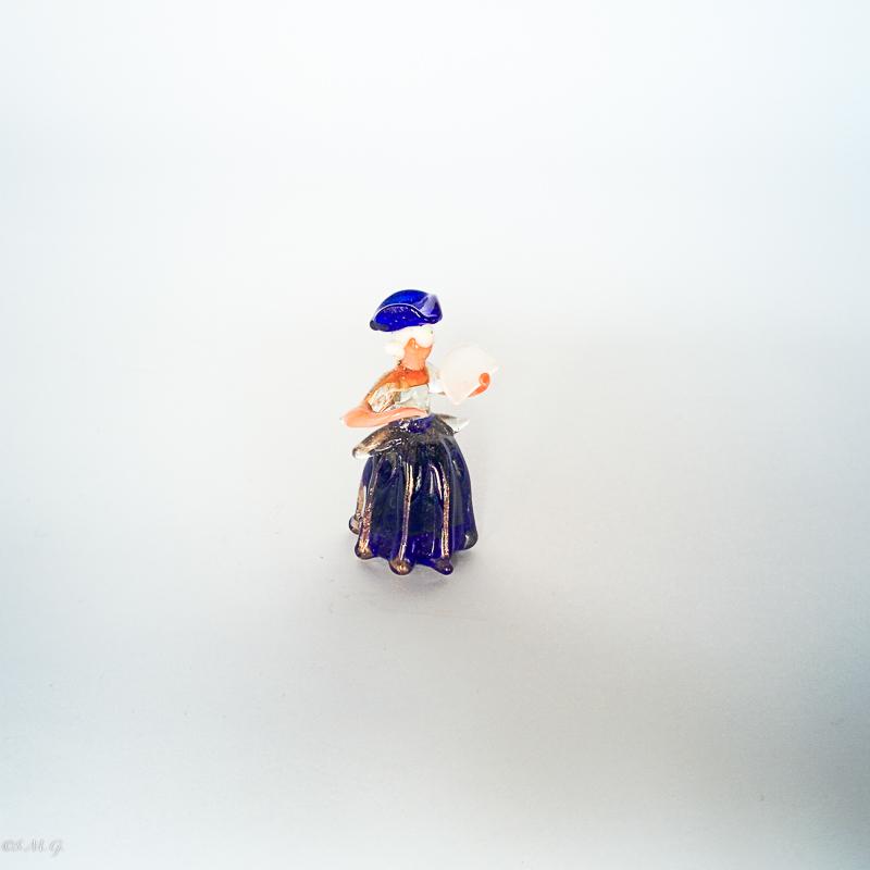Signorina in vetro di Murano con un ventaglio