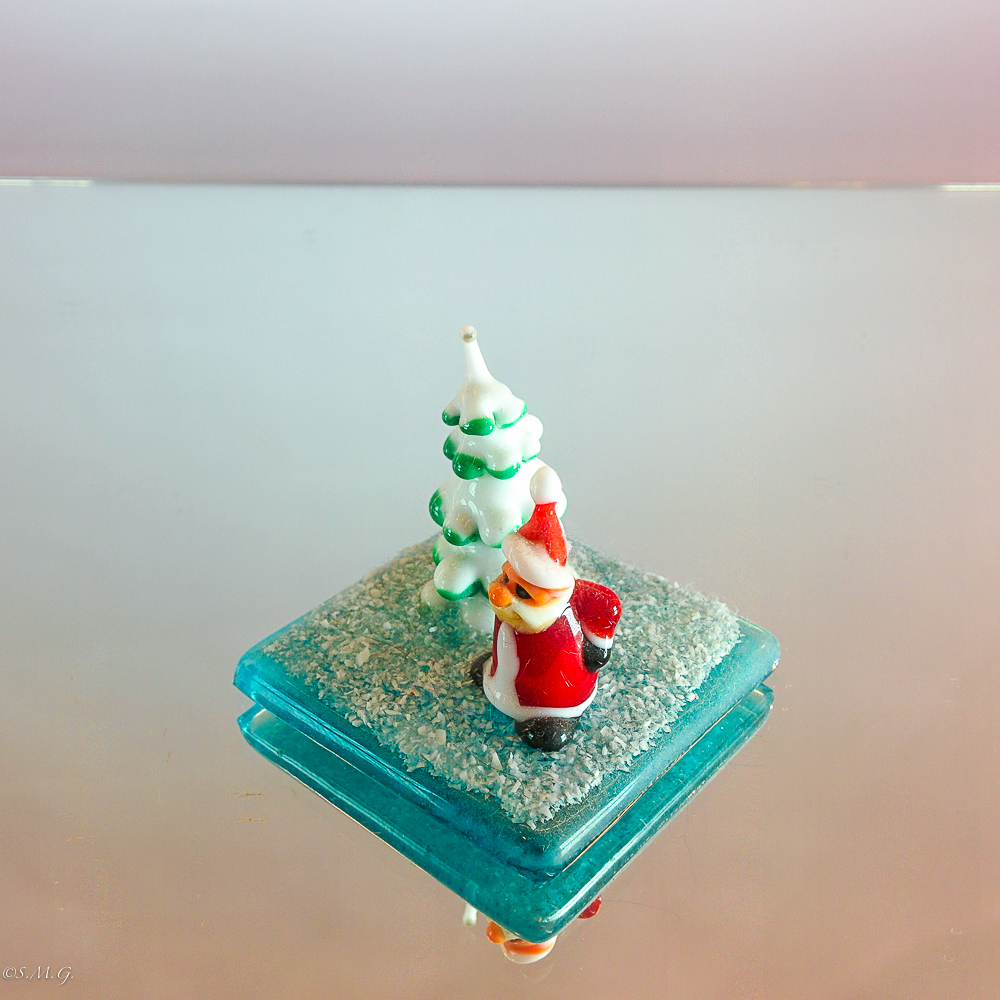Murano Glass Santa Claus on a base with a tree