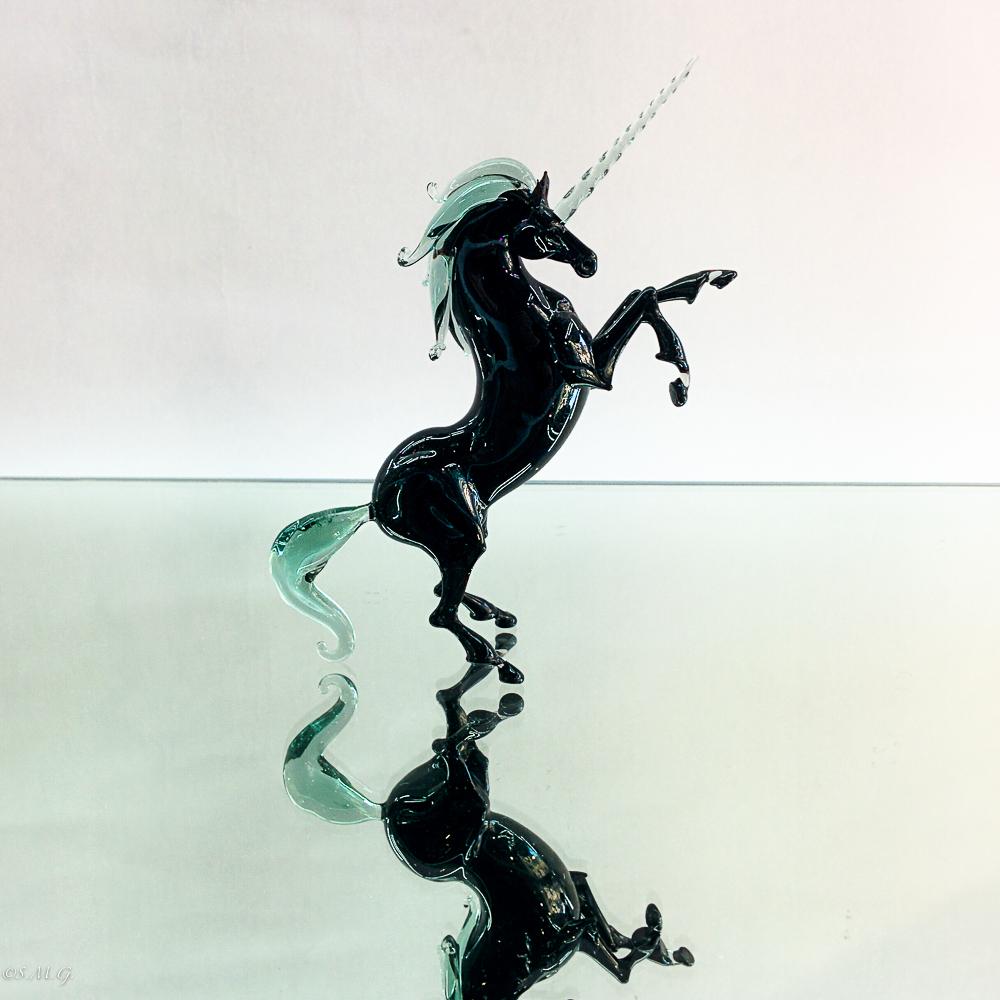 Unicorno nero in vetro di Murano