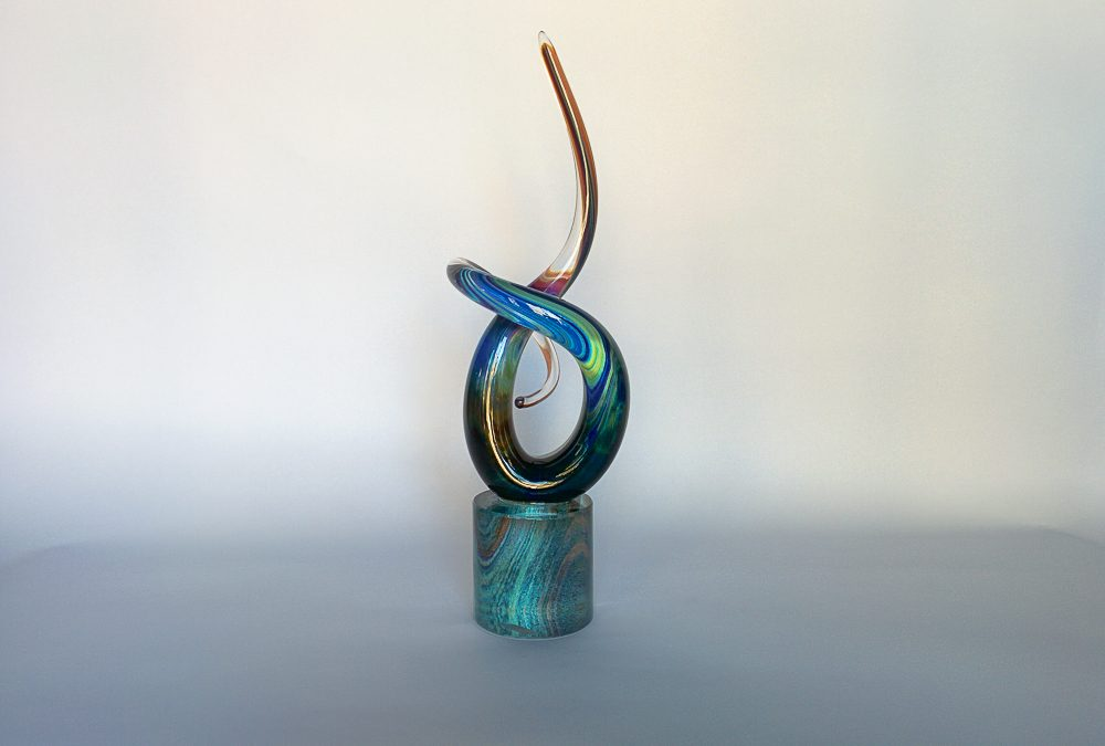 Murano Glass lovers' knot with calcedonio