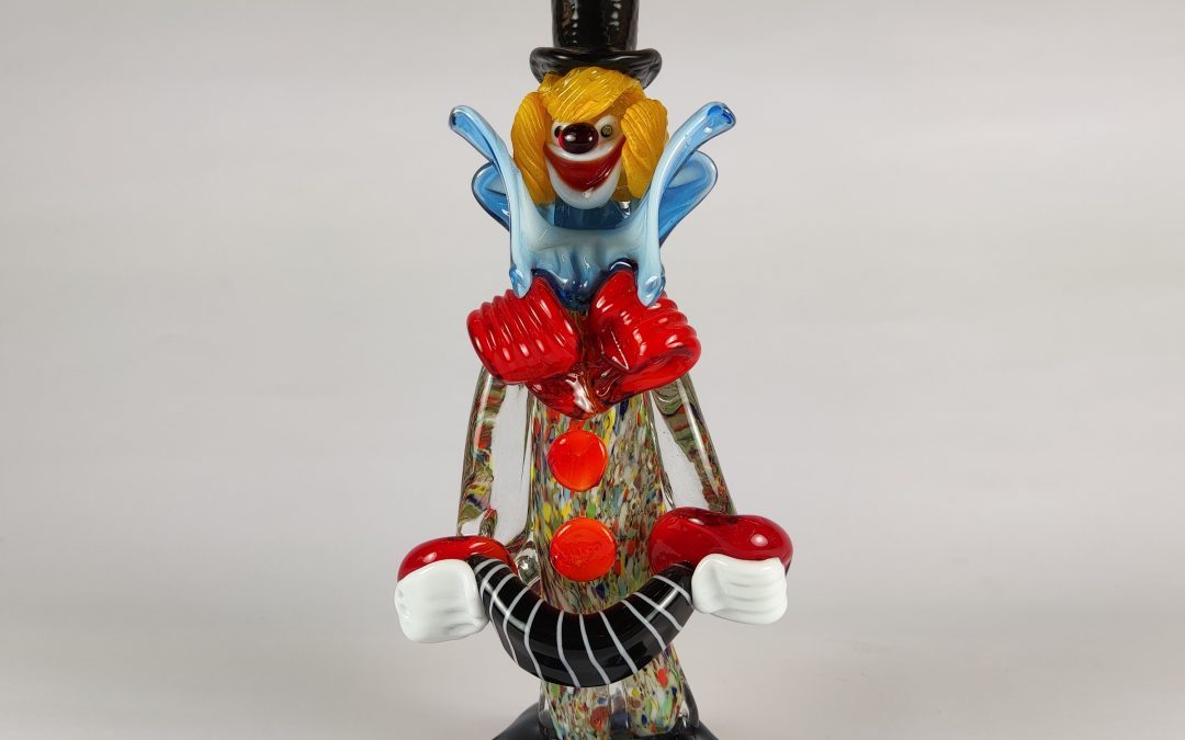 Small size Murano glass clown with black hat and accordion Circus02