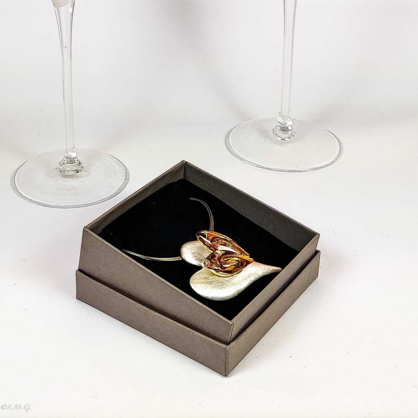 Calici da champagne in vetro di Murano e pendente a forma di cuore