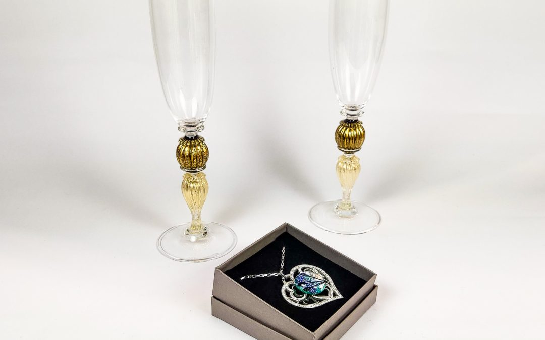 Set of 2 champagne Flutes Veronese with blue sphere and heart shaped pendant 01