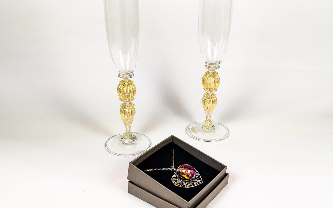 Set of 2 champagne Flutes Veronese with heart shaped pendant 02