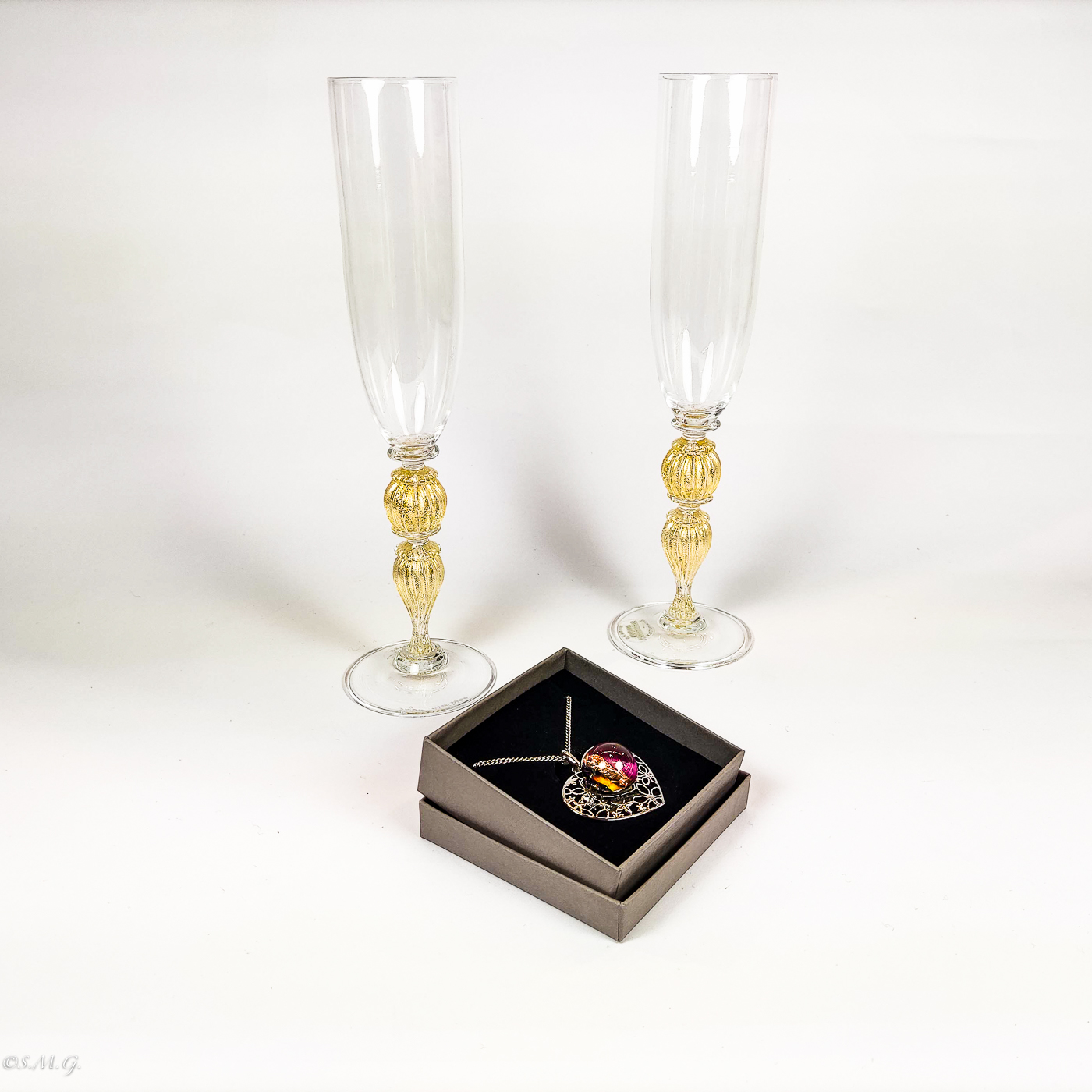 2 Murano Glass chalices with 24k gold and heart shaped pendant
