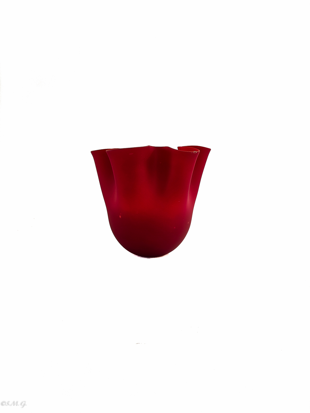 Red vase in the shape of a fazzoletto